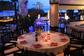 I tavoli del ristorante sul terrazzo della piscina all' Hollywood Dance Club